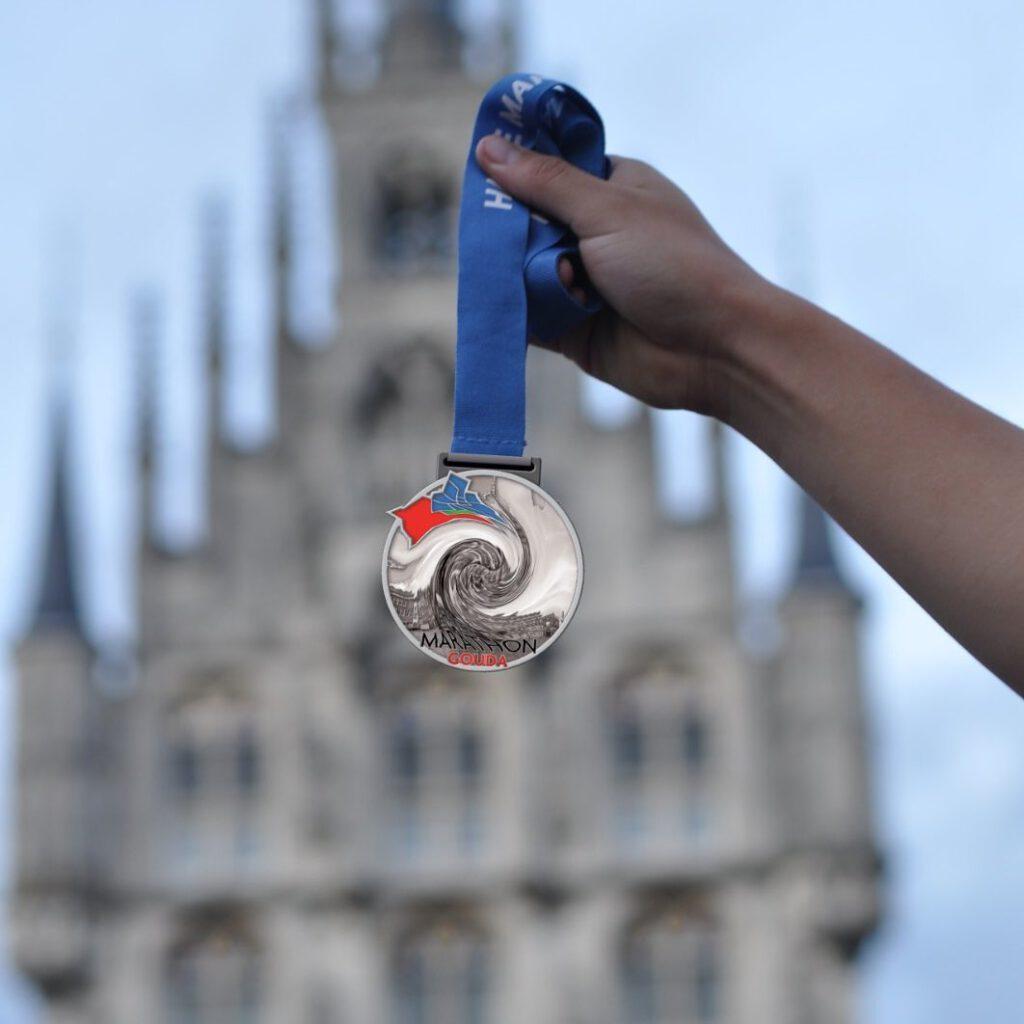 vervormde medaille voor het stadhuis in Gouda